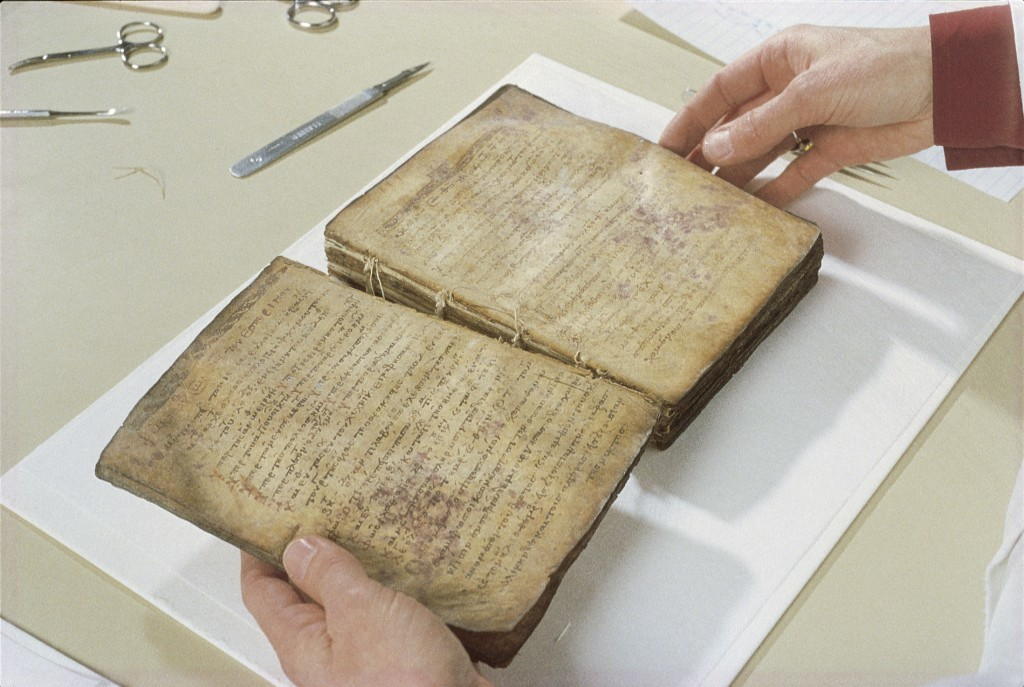 The Archimedes Palimpsest: Disbinding the Manuscript