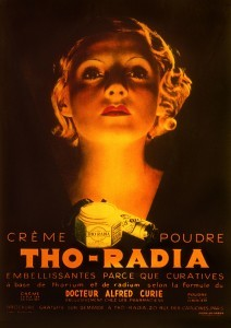 Reklama za Tho-Radia, ki se je prodajal v Parizu v tridesetih letih prejšnjega stoletja. Posebno formulo, ki je vsebovala radioaktivna torij in radij, naj bi iznašel Dr. Alfred Curie, ki pa z Pierrom in Marie seveda ni bil v nikakršnem sorodstvu. Dober marketing je bil pomemben že v tistih časih.